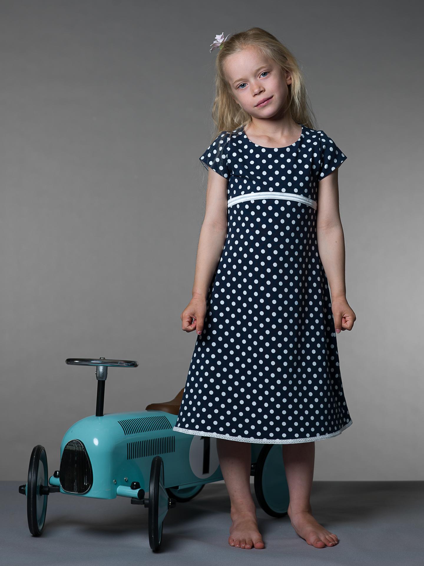 Rask Marineblå kjole, hvide prikker – Tøj til piger og drenge PO-18